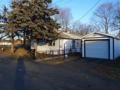 Colonie Single Family Home For Sale: 27 Louis Av