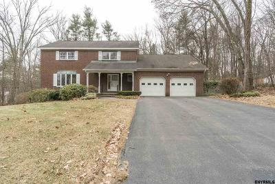 Niskayuna Single Family Home For Sale: 2274 Pine Ridge Rd