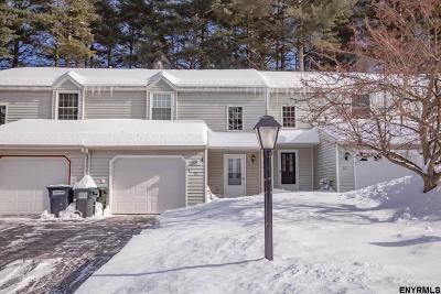 Ballston Spa Single Family Home For Sale: 70 Deer Run Dr