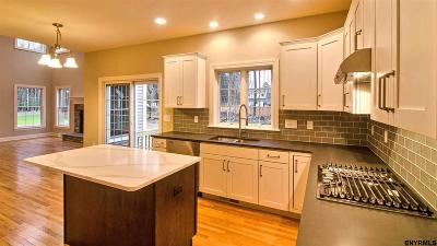 Niskayuna Single Family Home For Sale: 38 Bergen Pl