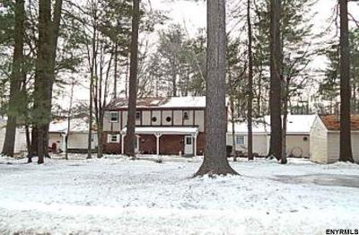 Warren County Single Family Home For Sale: 23 Queens Way
