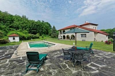 Single Family Home For Sale: 370 Pinewoods Av