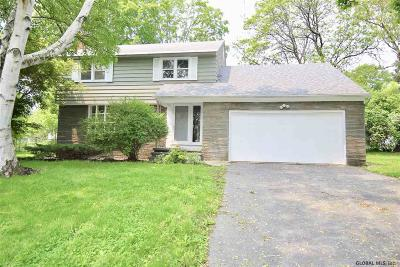 Niskayuna Single Family Home For Sale: 2225 Garden Dr