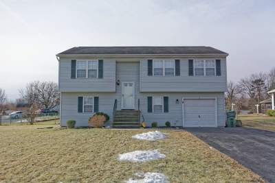 Cohoes Single Family Home For Sale: 11 Truman Way