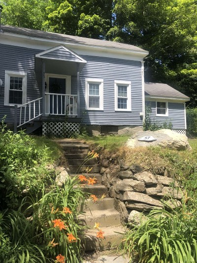Rensselaer County Single Family Home New: 37 Armsby Rd