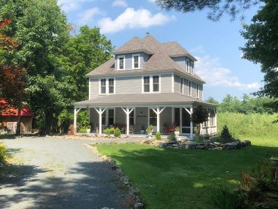 Rensselaer County Single Family Home For Sale: 1026 Burden Lake Rd