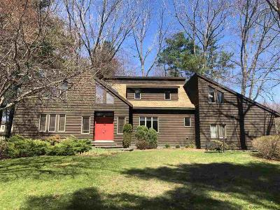 Guilderland Single Family Home For Sale: 344 Torquay Blvd