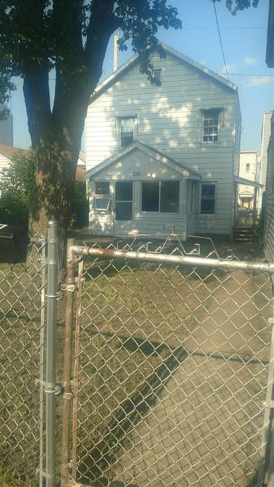 Cohoes Single Family Home For Sale: 114 Lancaster St