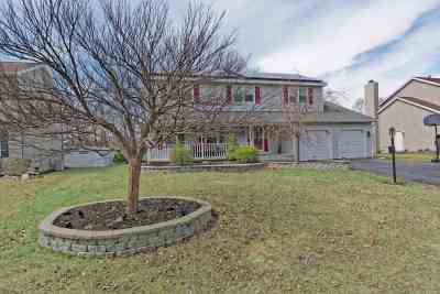 East Greenbush Single Family Home For Sale: 28 Robin La