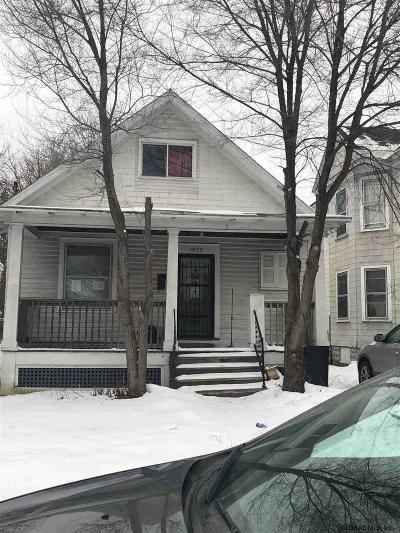 Single Family Home For Sale: 1422 Albany St
