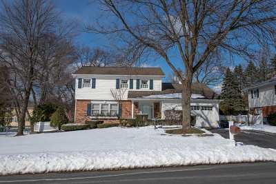 Colonie Single Family Home 48hr Contingency: 18 Joy Dr