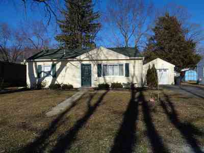 Colonie Single Family Home For Sale: 17 Mayhall St