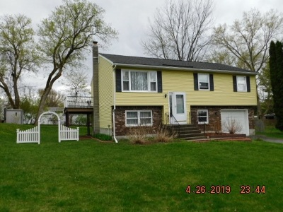 Colonie Single Family Home For Sale: 2 Andree Ct