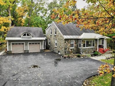 Colonie Single Family Home For Sale: 94 Maxwell Rd