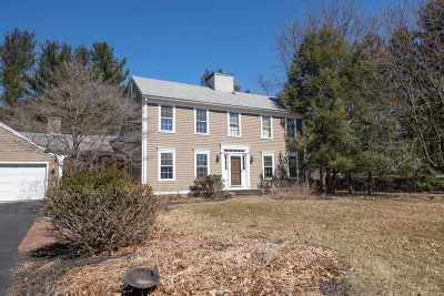 Colonie Single Family Home For Sale: 5 Beaver Pond Rd