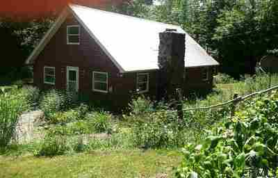 Rensselaer Single Family Home For Sale: 677 Pond Hill Rd