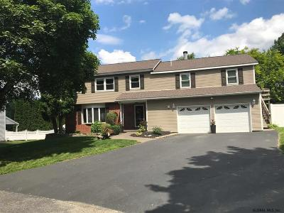 Voorheesville Single Family Home For Sale: 7 Danbury Ct