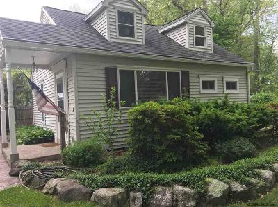 Niskayuna Single Family Home For Sale: 3636 Jewett Pl