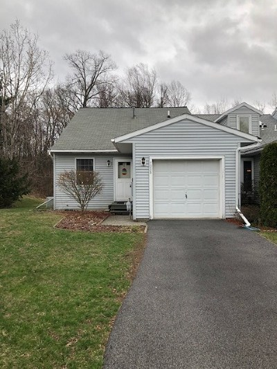 Guilderland Single Family Home For Sale: 7038 Suzanne Ln