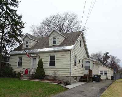 Colonie Single Family Home For Sale: 21 Martin Ter