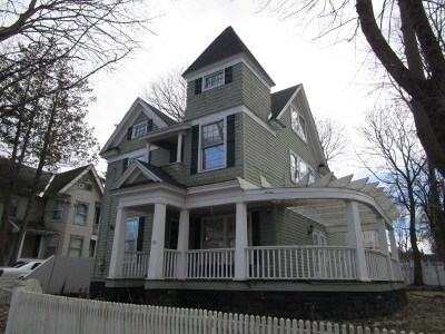 Gloversville Single Family Home For Sale: 86 2nd Av