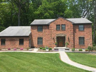 Single Family Home For Sale: 10 Upper Ball Ct