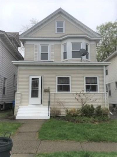 Albany Single Family Home For Sale: 22 Summit Av