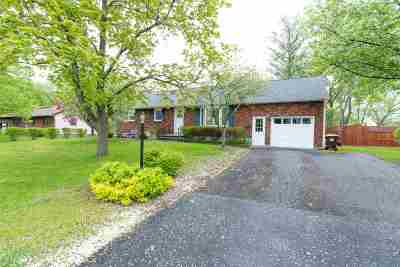 Guilderland Single Family Home Active-Under Contract: 16 Sherwood Forest Rd