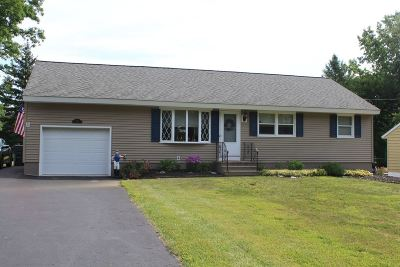 Colonie Single Family Home For Sale: 1069 Watervliet Shaker Rd