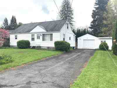 Colonie Single Family Home For Sale: 42 New Shaker Rd