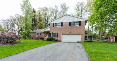 Colonie Single Family Home For Sale: 14 Springwood Manor Dr