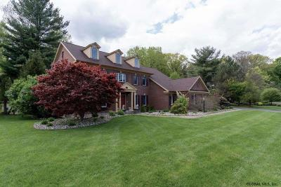 Guilderland Single Family Home For Sale: 800 Huntington Ct