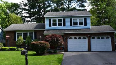 Colonie Single Family Home For Sale: 14 Huntington Dr