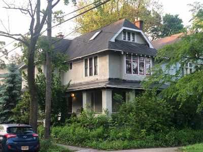 Albany Single Family Home For Sale: 586 Myrtle Av
