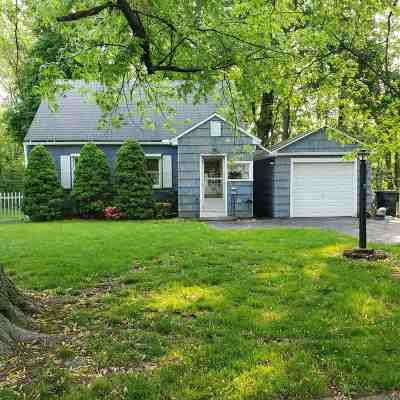 Cohoes Single Family Home For Sale: 15 Pleasant Ct