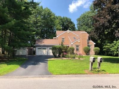 Niskayuna Single Family Home For Sale: 813 Red Oak Dr