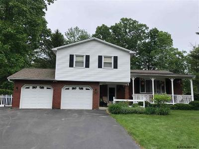 Niskayuna Single Family Home For Sale: 738 Huntingdon Dr