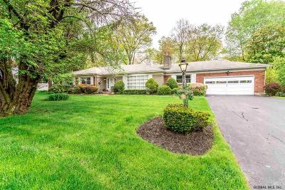 Niskayuna Single Family Home For Sale: 904 Meadow La