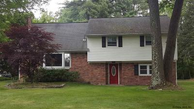 Niskayuna Single Family Home For Sale: 961 Douglas Ct