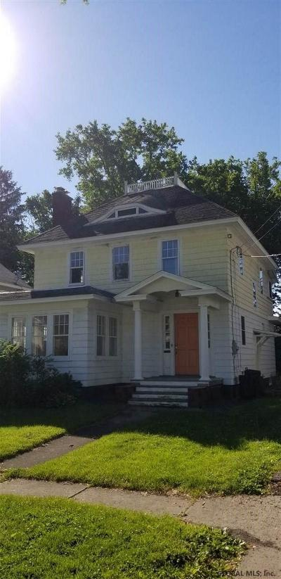 Schenectady County Single Family Home For Sale: 1070 Sumner Av