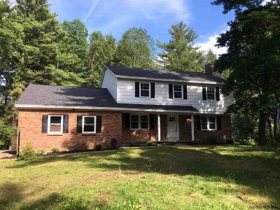 Niskayuna Single Family Home For Sale: 1206 Godfrey La