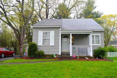 Niskayuna Single Family Home For Sale: 2053 Morrow Av