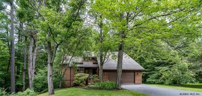 Single Family Home For Sale: 220 Featherwood Ct