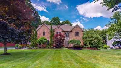 Single Family Home For Sale: 8 Cinnamon La