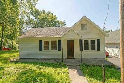 Brunswick Single Family Home Price Change: 32 Mountain View Av
