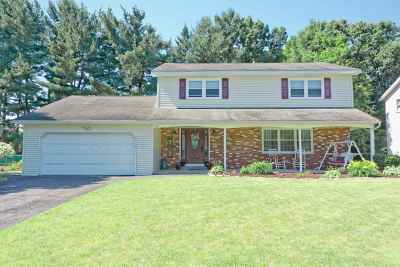 Colonie Single Family Home For Sale: 18 Longwood Dr