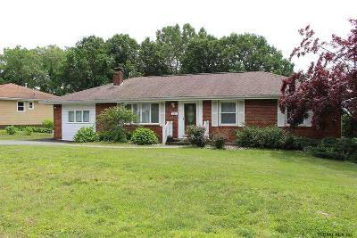 Albany Single Family Home For Sale: 4 Kerry La