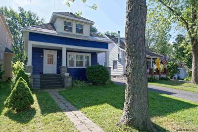 Niskayuna Single Family Home For Sale: 1250 Dean St