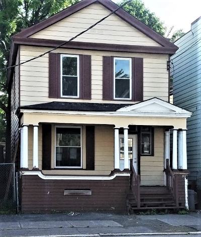 Albany Single Family Home For Sale: 854 3rd St
