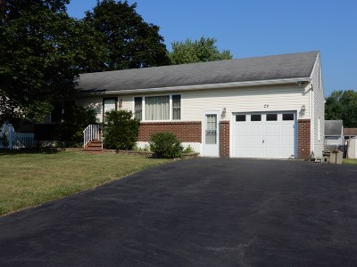 Cohoes Single Family Home For Sale: 28 Tanguay Dr